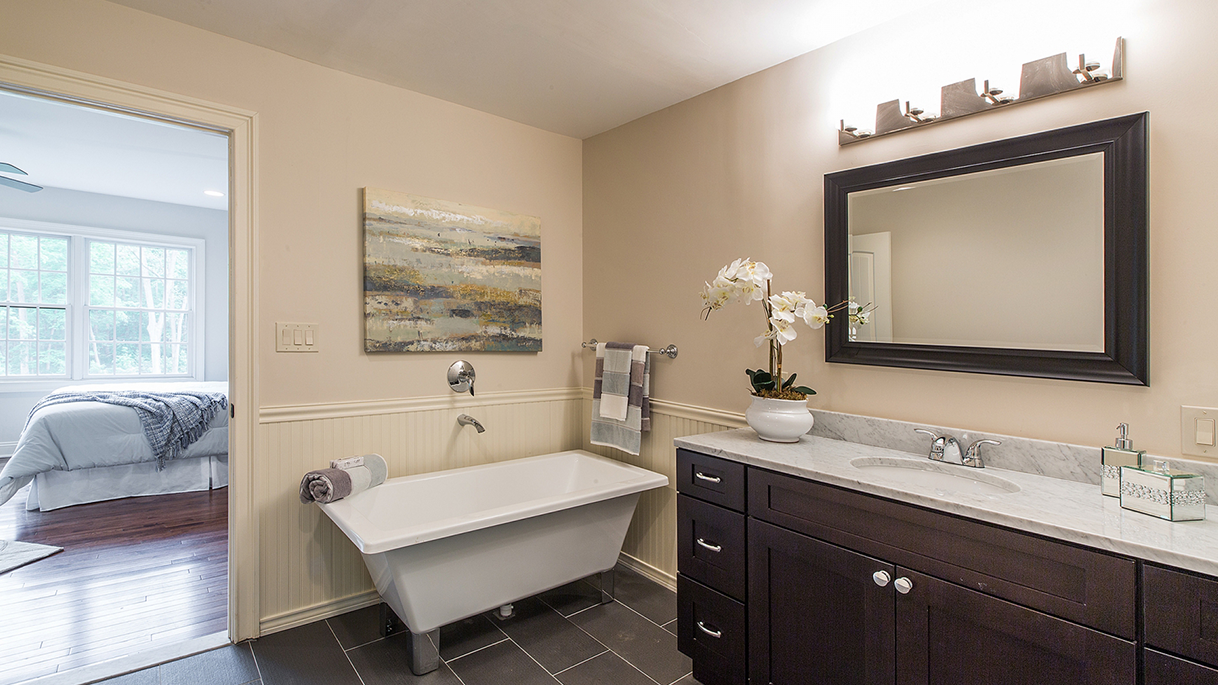 Staging Vacant • Master Bathroom